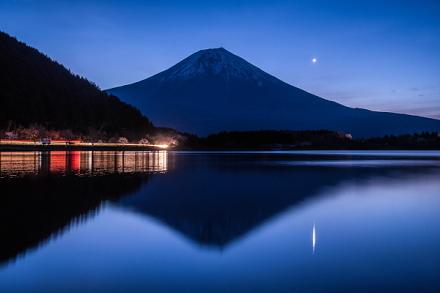 田貫湖からの夜明けの富士山