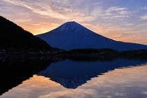 綺麗な薄雲と富士山の競演