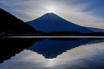 ダイヤモンド富士直前 薄雲が気になる