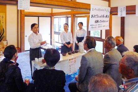 富士市日本茶同好会「ちゃちゃ」によるお茶の体験