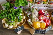 さまざmな野菜が並ぶ