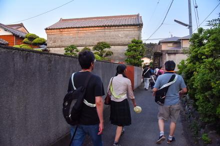 田子の集落の路地を歩く