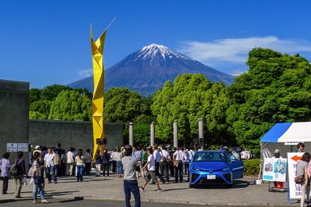 天気に恵まれて賑わう富士宮商工フェア会場