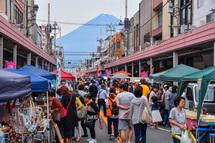 富士山が見える商店街での軽トラ市