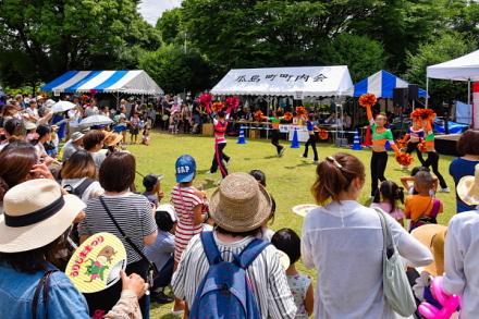 多くの観客で賑わうチアダンスステージ
