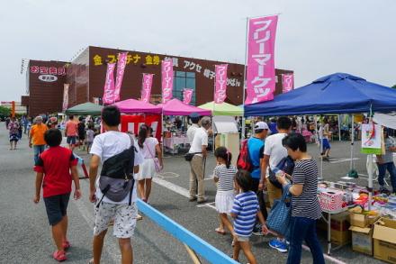 ドリームマーケット開催の夢大陸富士本店駐車場