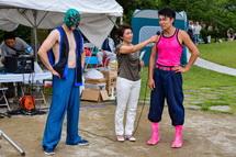 イベントを盛り上げるタケノコ王と富士宮プロレスラー