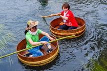 富士つけナポリタン大志館との交流で川下りを楽しむ四日市とんてき協会
