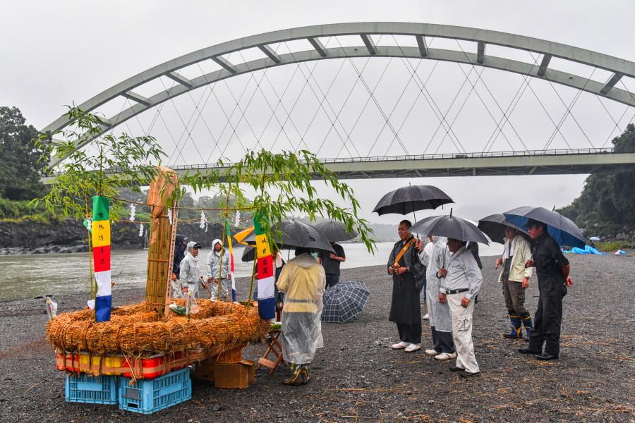 川カンジーが行われた蓬莱橋北側の河原