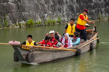 駿府城のお堀を和船で遊覧する「葵舟」