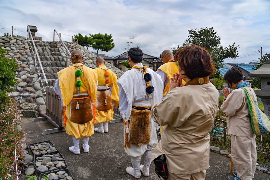 鈴川の富士塚に参拝