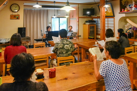 吉原本宿では「みんなで歌おう♪ 懐かしの歌」を同時開催