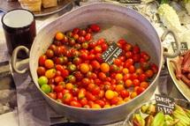色とりどりの野菜が並ぶ