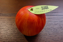pop dot projectでいただいた陶器のリンゴ