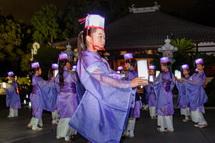 永明寺での女性たちの舞