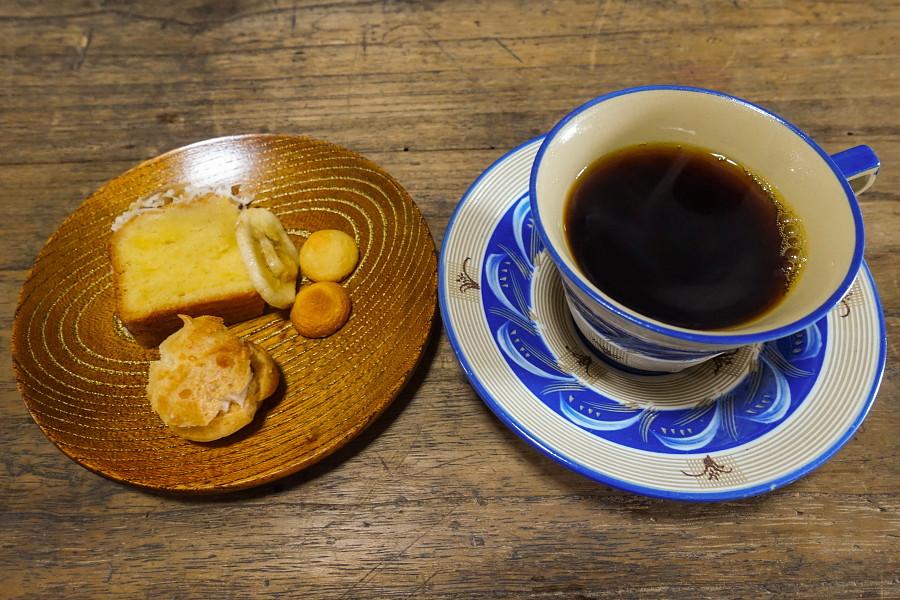飲み物とお茶菓子