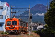 岳南電車ハロウィンラッピング電車