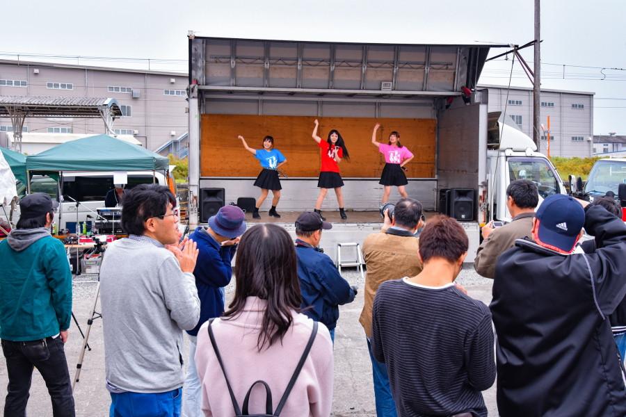富士山アイドルマルシェ開催の比奈駅