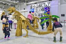 ダンボールの恐竜