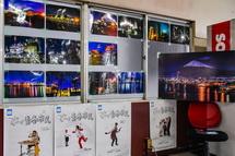 工場夜景写真の展示