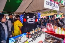 熊本の人気キャラ「くまモン」登場