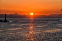 初日の出と港周辺の風景