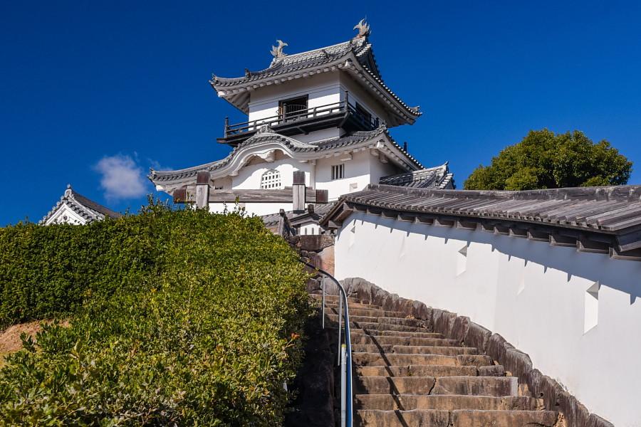 かけがわ茶エンナーレ開催 シンボルの掛川城