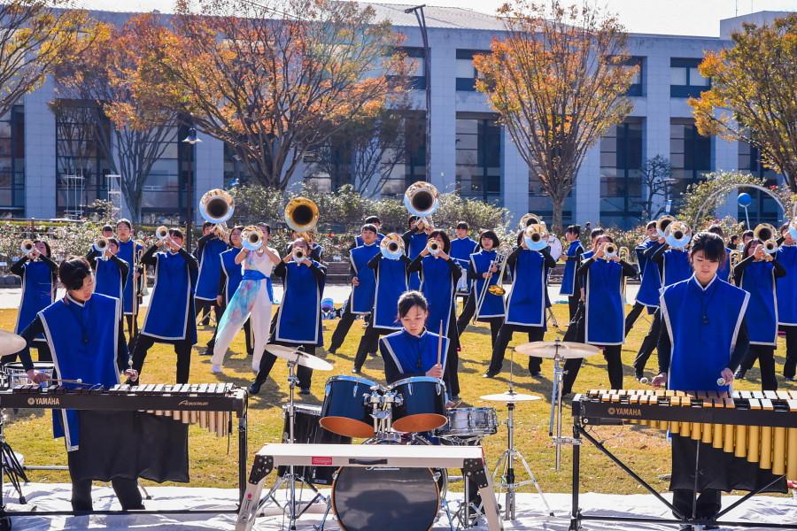 富士東高校吹奏楽部による演奏