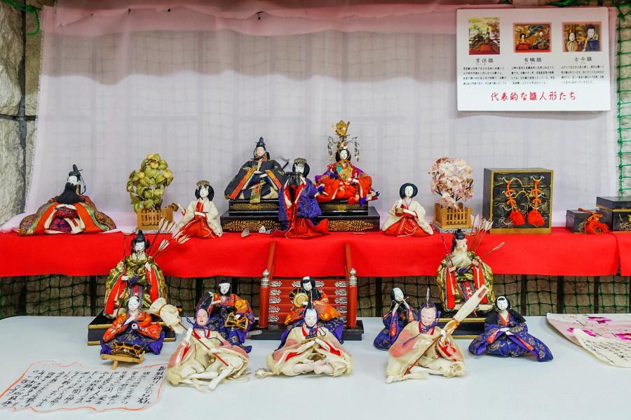 御殿飾りの雛人形