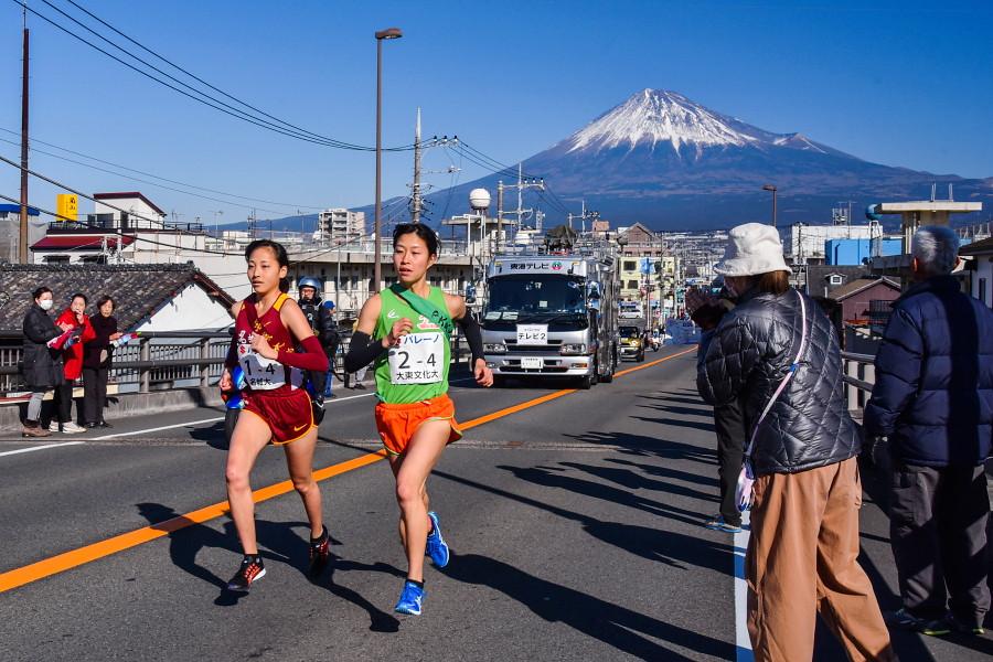 4区富士大橋 富士山をバックに走る選手
