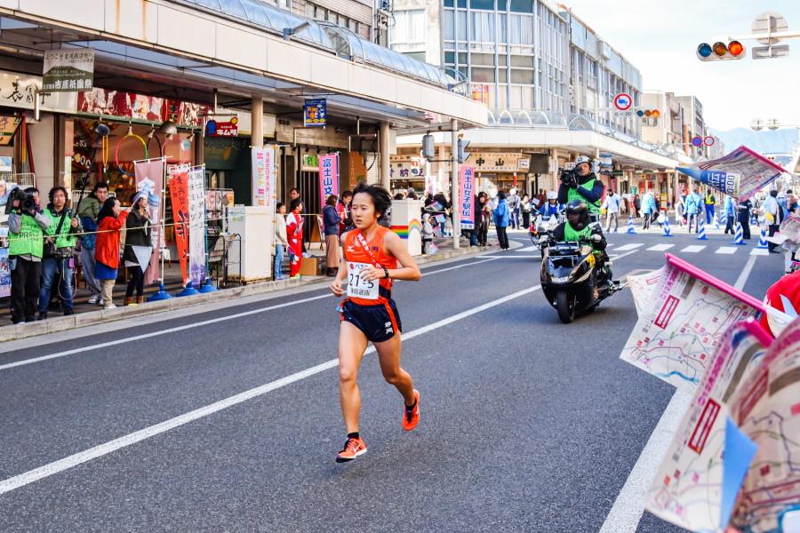 吉原商店街を走る選手