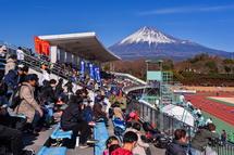 富士山と競技場の風景