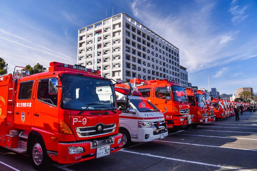消防出初式会場の富士市役所