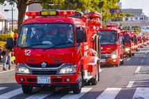 消防車両がパレード