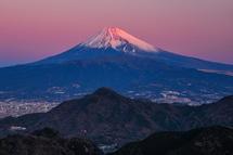 富士山が紅色に染まっていく