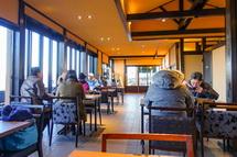 山頂にある食堂で朝食