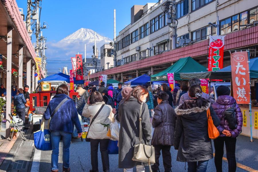 軽トラ市開催の富士本町商店街