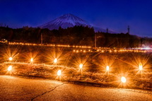富士山と竹灯籠の素敵な風景