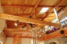 木の温もりを感じられる室内空間