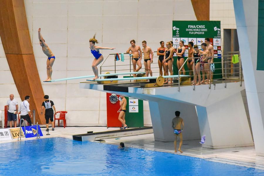 シンクロナイズド3m飛板飛込の練習風景