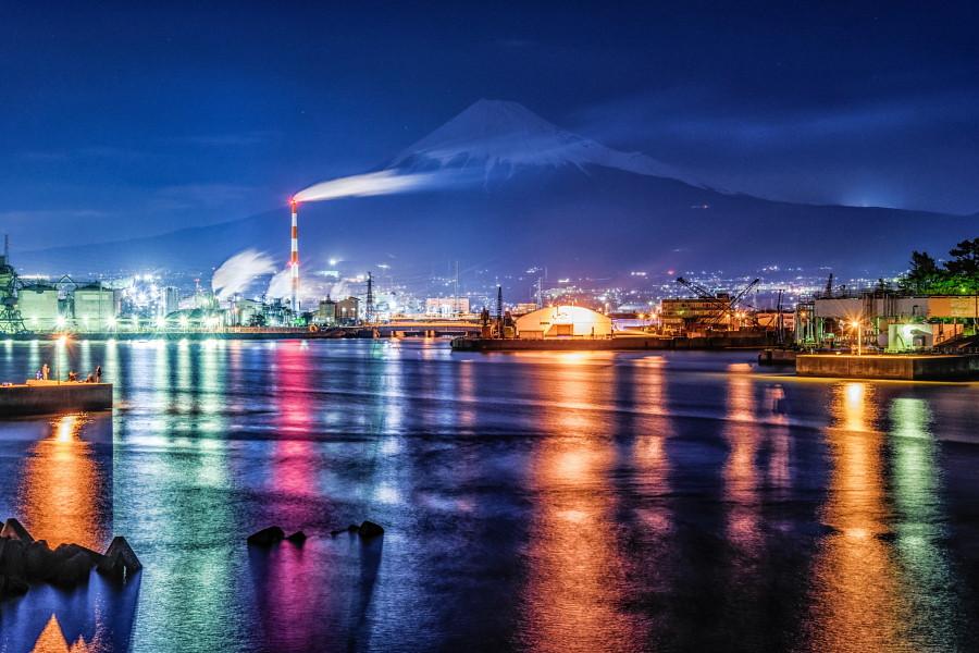 田子の浦港と富士山の夜景