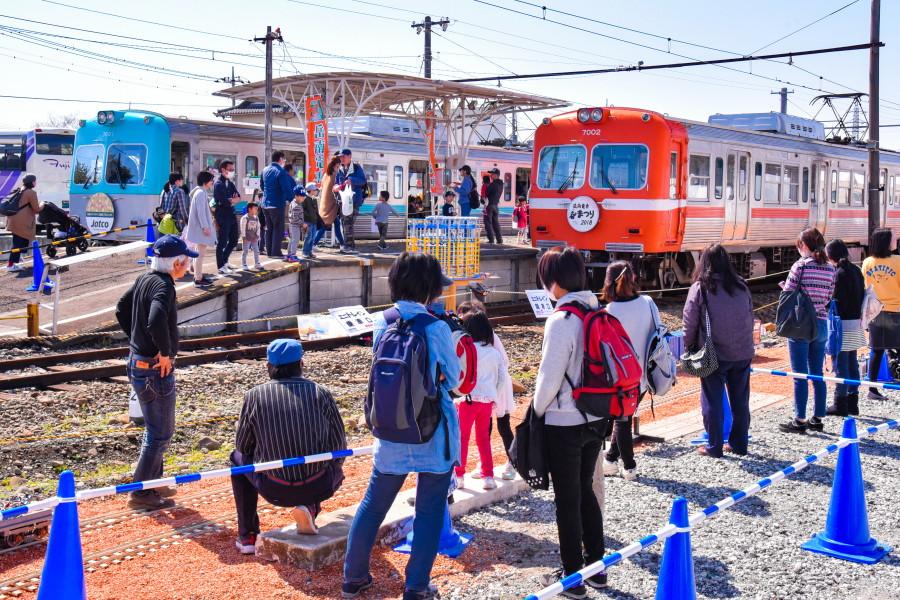 岳南電車まつり開催の岳南江尾駅