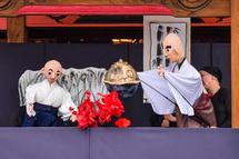 本堂での人形芝居