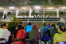 ハンドベルコンサートを楽しむ観客