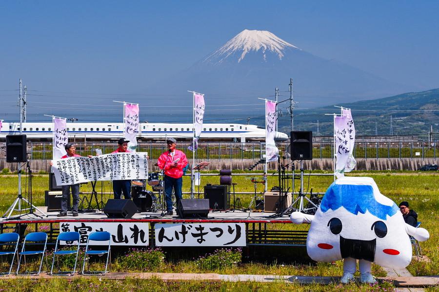富士山れんげまつり開催の富士市東部の田園地帯