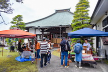 保泉寺の出店風景