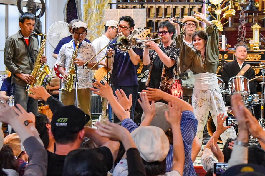妙祥寺本堂でのライブ