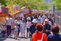 流鏑馬祭で賑わう浅間大社