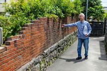 古いレンガの塀