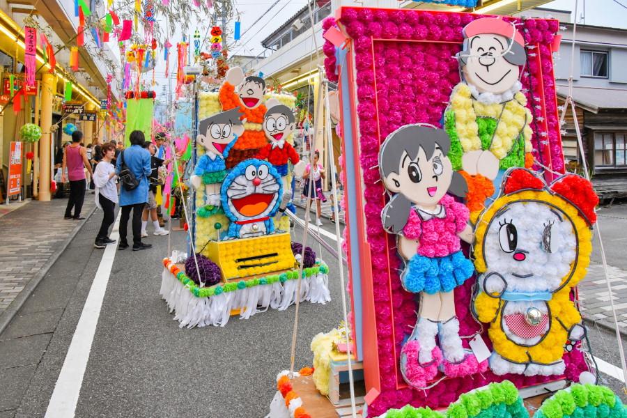 人気アニメキャラの飾り物